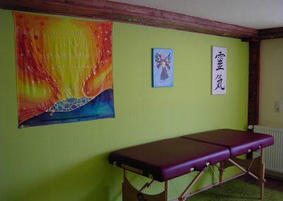 Behandlungsraum Energetische Heilpraxis Reiki-Fit - Behandlungsliege